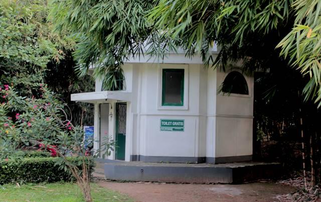 Berapa Banyak Toilet WC Umum di Kebun Raya Bogor D