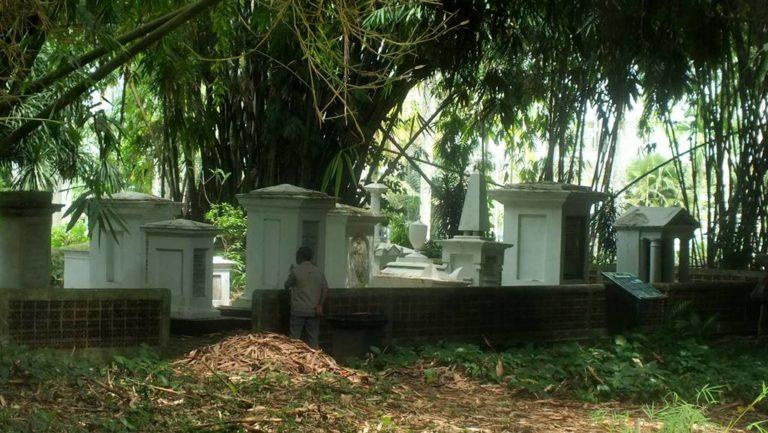 Gerbang Bambu Untuk Taman Koleksi Bambu