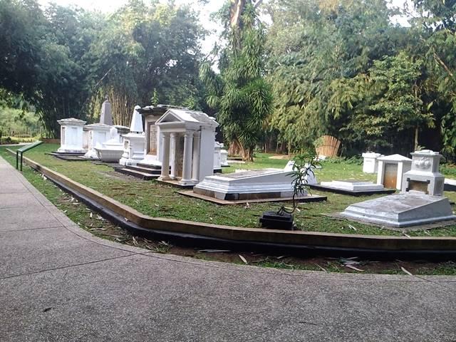 Kompleks Makam Belanda Kuno di Kebun Raya Bogor 3