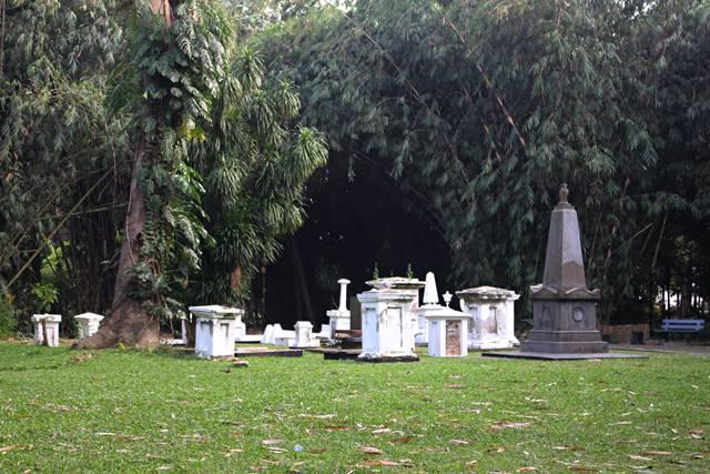 Makam Belanda Kuno Kebun Raya Bogor setelah penataan ulang