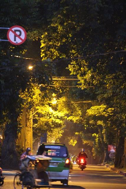 Pemandangan Jalan Pemuda di Pagi Hari Yang Menyejukkan