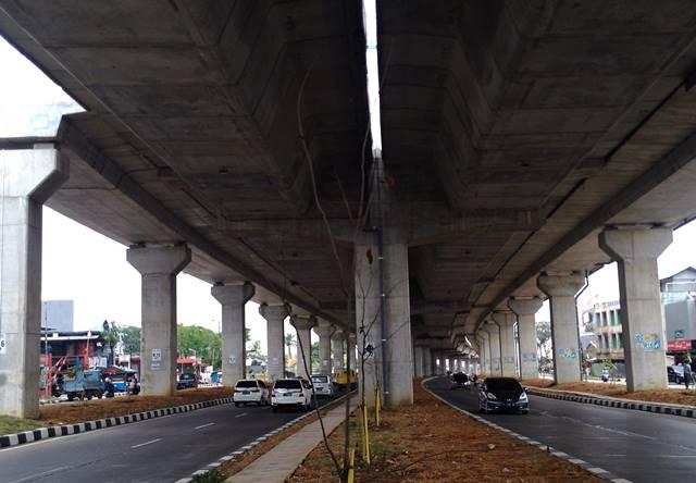 Pemandangan di bawah Jalan Tol Lingkar Luar Bogor di Jalan Soleh Iskandar
