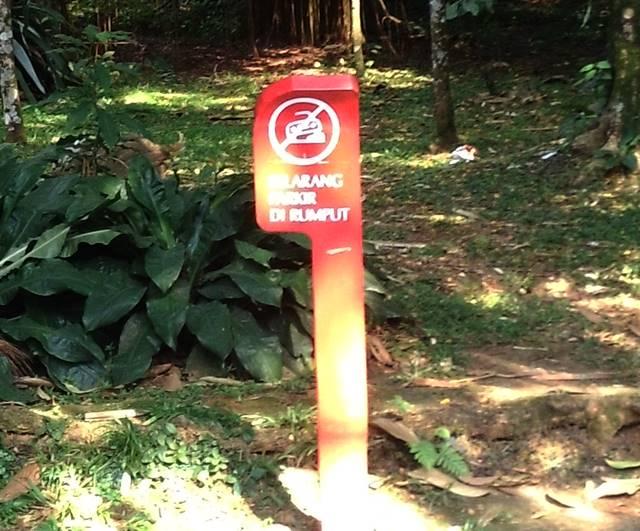 Tata Tertib Pengunjung Kebun Raya Bogor - Dilarang Parkir Di Rumput