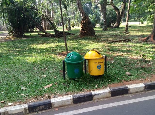 Tempat Sampah di Kebun Raya Bogor - Mana Yang Anda Pilih 2