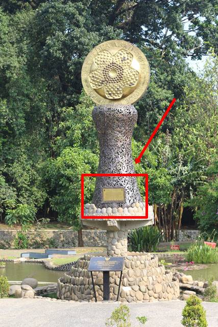 Tulisan pada Tugu Prasasti Dua Abad Kebun Raya Bogor 2