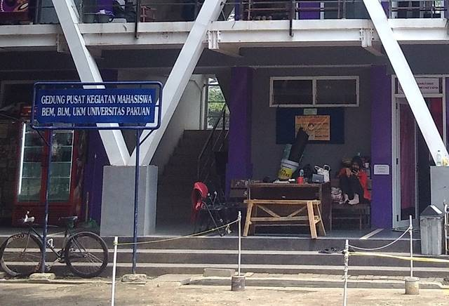 [NYENTIL BANGET] Spanduk Menohok Di Gedung Pusat Kegiatan Mahasiswa Universitas Pakuan