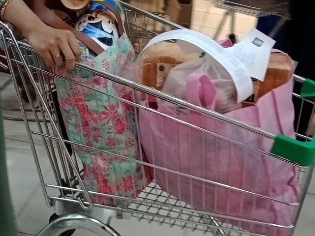 Hari Pertama Larangan Penggunaan Kantong Plastik Di Pertokoan Modern Kota Bogor