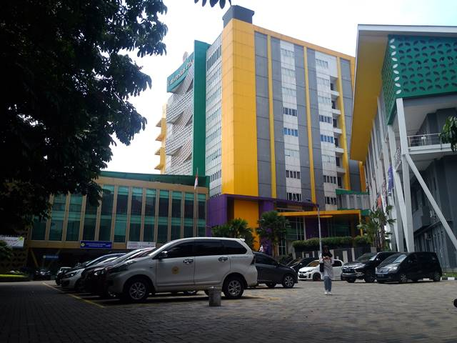 Kampus Universitas Pakuan : Ngejreng Euy Warnanya