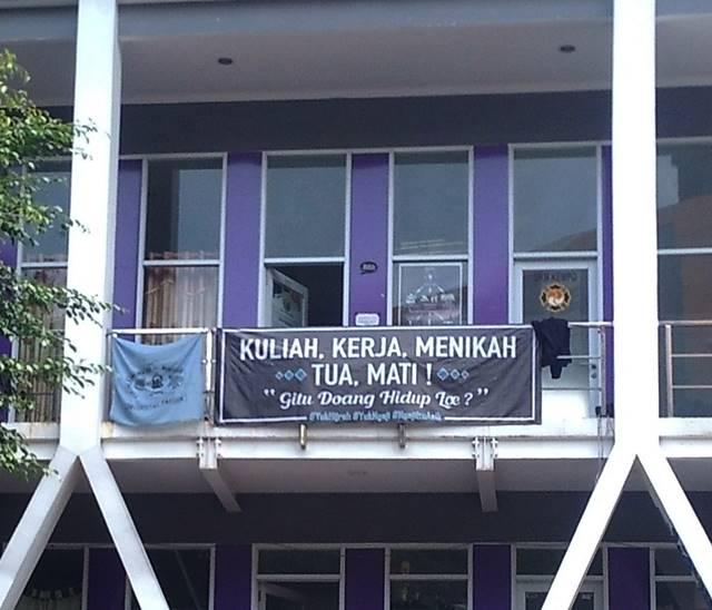 Spanduk di Gedung Pusat Kegiatan Mahasiswa Universitas Pakuan B