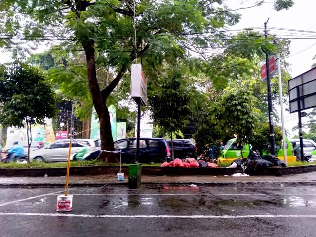 #Menyebalkan : Tumpukan Sampah Menghadirkan Jengkel (Jalan Sudirman)