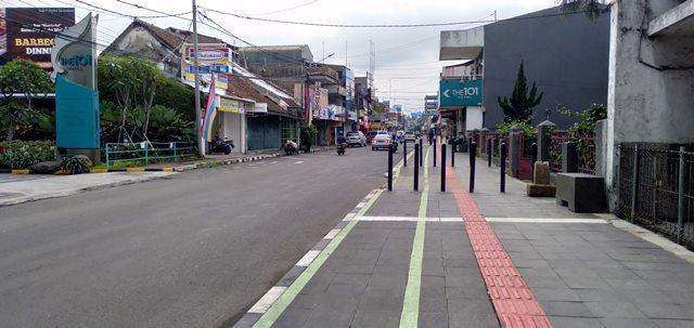 #TidakSempitLagi : Trotoar Jalan Suryakencana