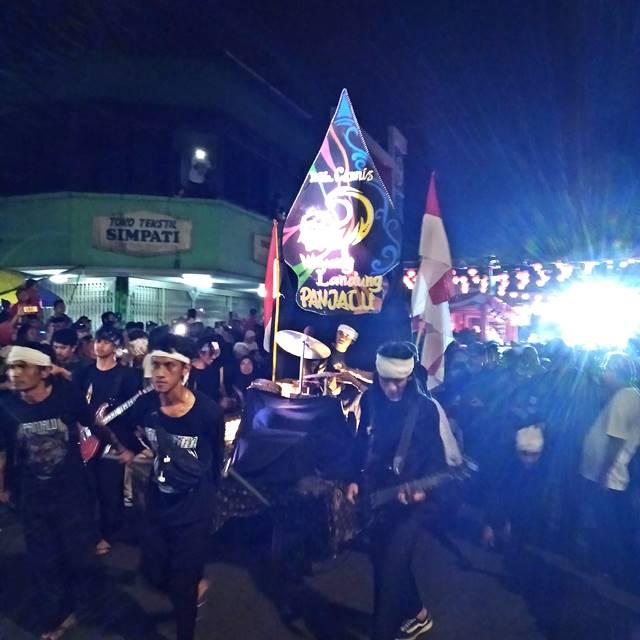 wayang Landung peserta pawai CGM Bogor Street Festival Paling Ngerock 2