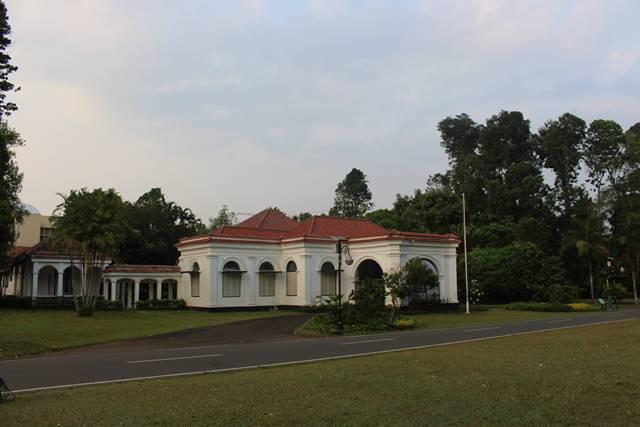 resepsi perkawinan di lapangan guest house nusa indah atau the melchior