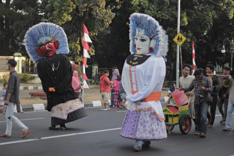 [NGENES KUADRAT] Pengamen Ondel-Ondel Betawi Merambah Bogor