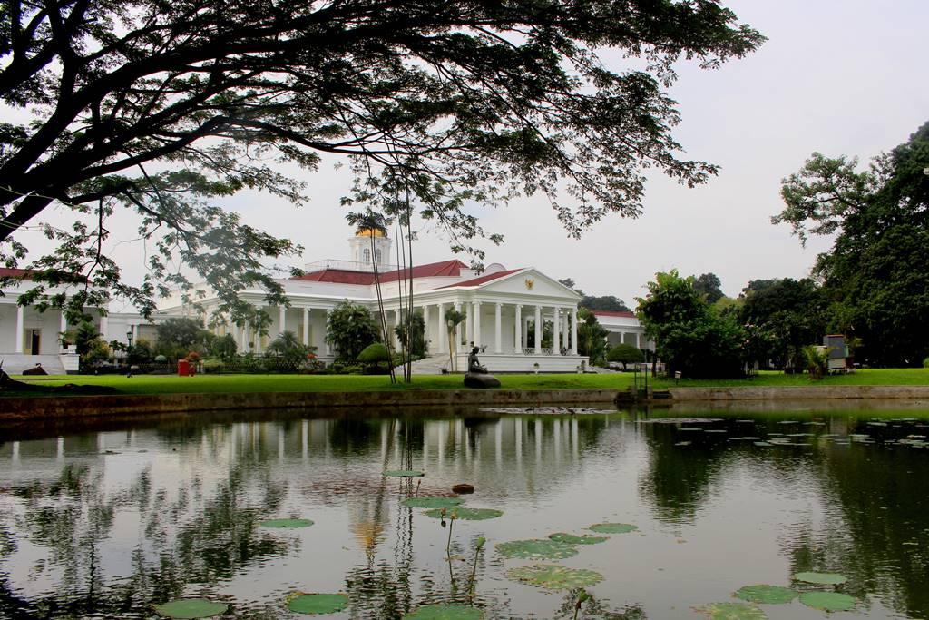 Parkir Sepeda Motor di Kebun Raya Bogor A