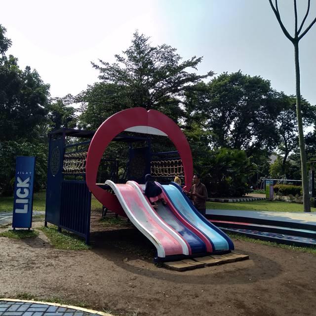 Perosotan di Taman Kita Oreo Bogor