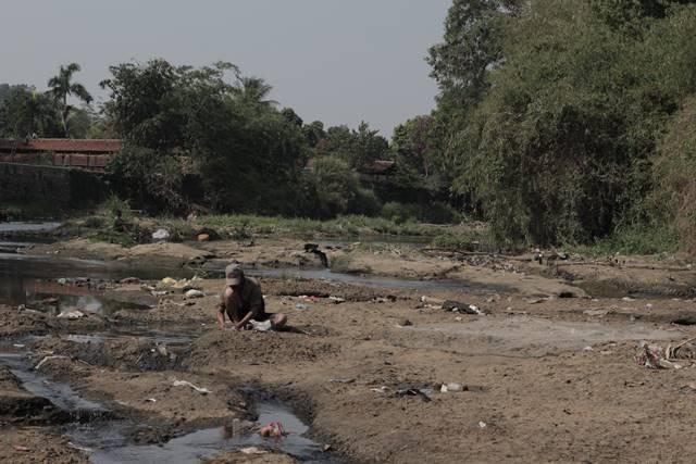 Sang Pencari Ikan di Sungai Ciliwung A