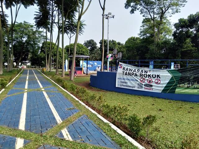 Tanda Kawasan Tanpa Roko di Taman Heulang