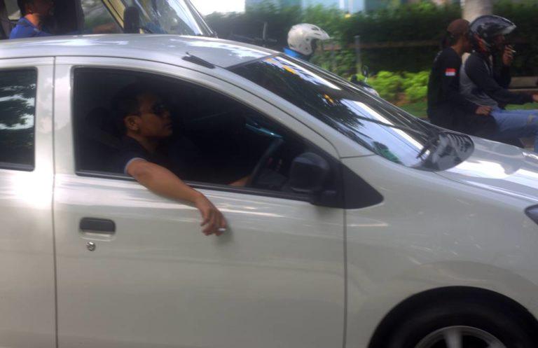 Denda 750 Ribu Tidak Membuat Takut ! Berkendara Sambil Merokok Masih Banyak Ditemukan