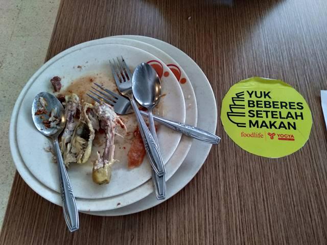 Menumbuhkan Budaya Beberes Setelah Makan Di Tempat Umum - Reffles Foodlife 2