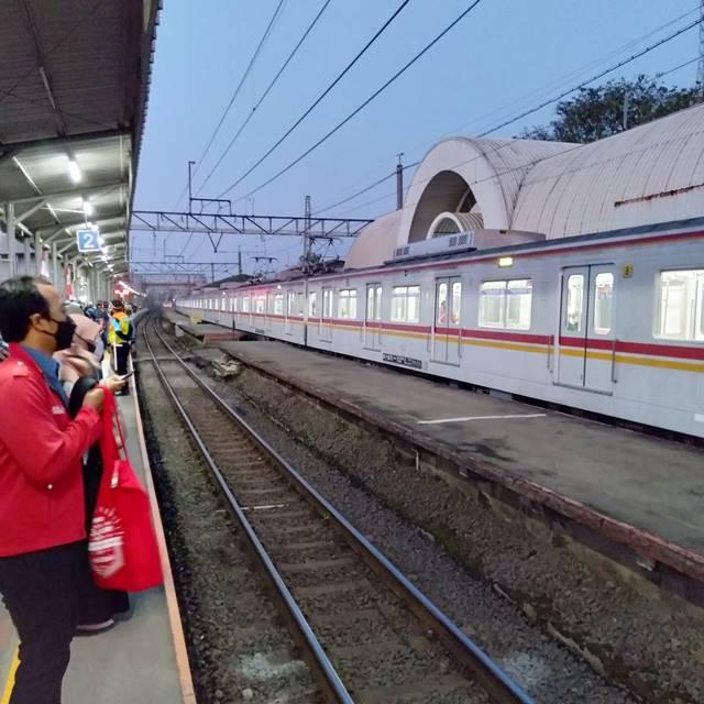 Lebih Merasa Aman di Dalam Stasiun Dibandingkan Di Luar