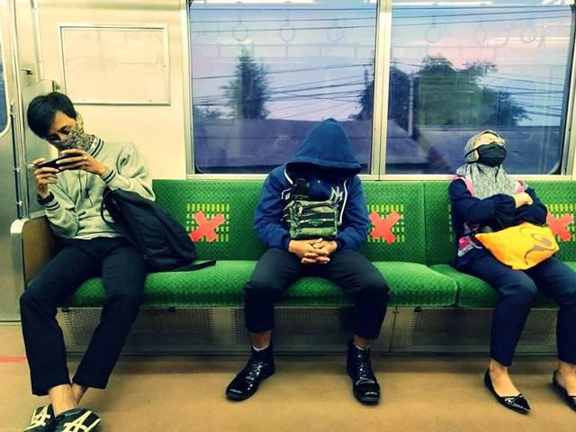 Pengguna KRL atau Commuter Line harus pakai jaket atau baju lengan panjang