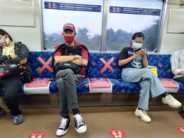 Kok Masih ada penumpang memakai baju lengan pendek dan tanpa jaket ya A