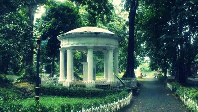 Lady Raffless Monument in Bogor Botanic Garden