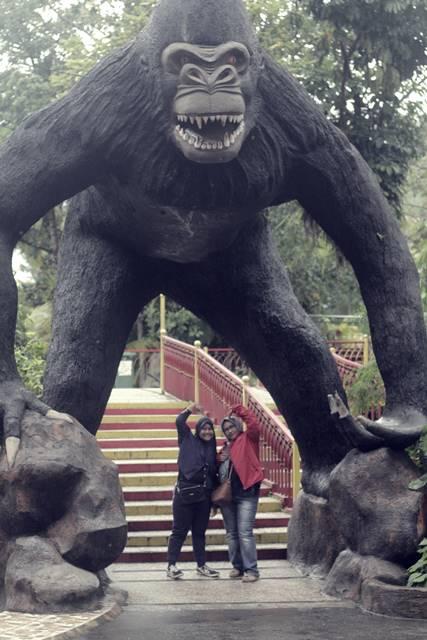 Patung Gorila Raksasa