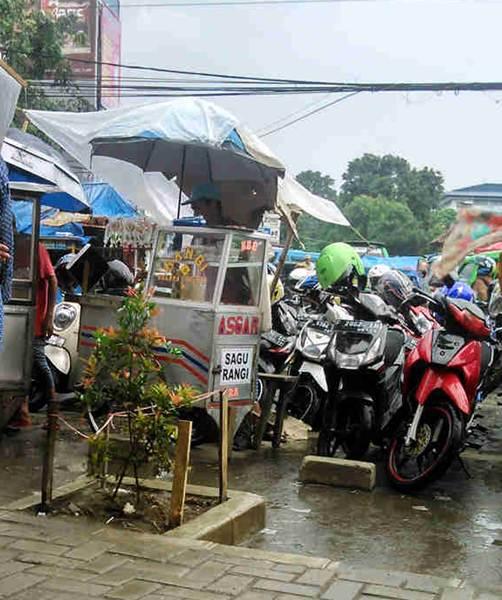 Pedagang sagu rangi di pasar Anyar Bogor