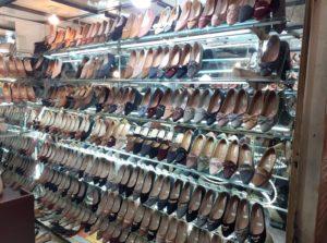 Sepatu dan Sandal 'Grafila' : Simple, Modis, Juga Trendy, Lho!